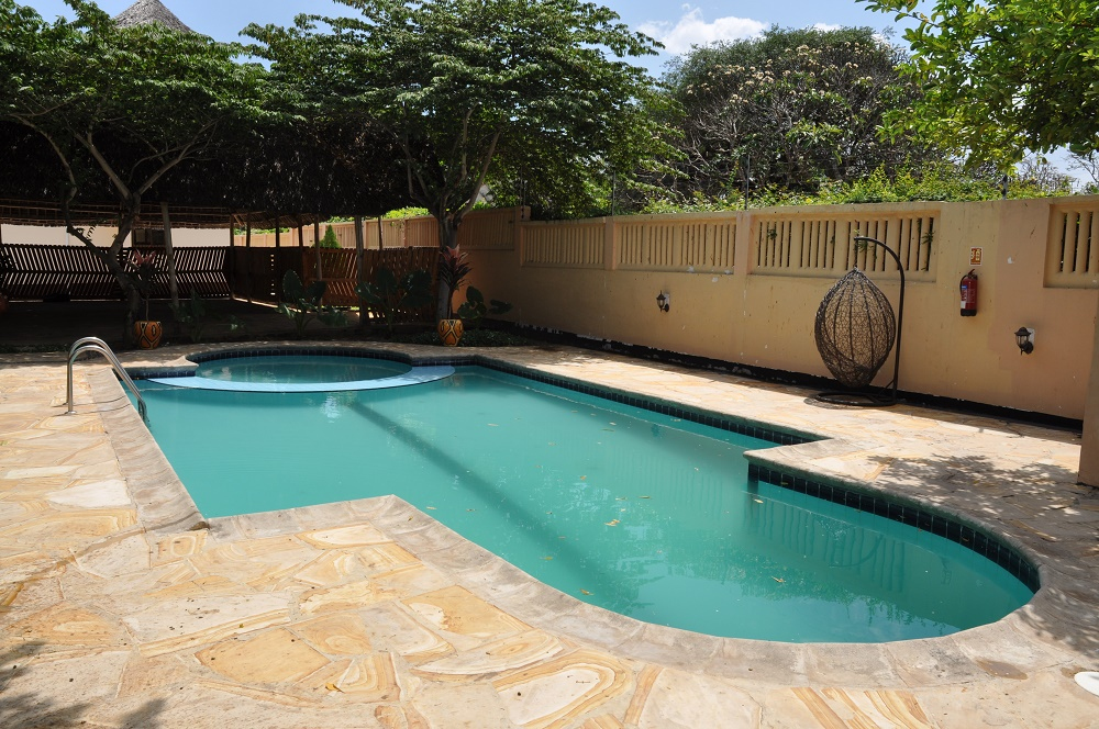 Oysterbay pool gazebo tanganyika estate agents for Swimming pools in dar es salaam