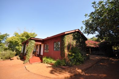 Karatu – Cozy get-away – 2 acres