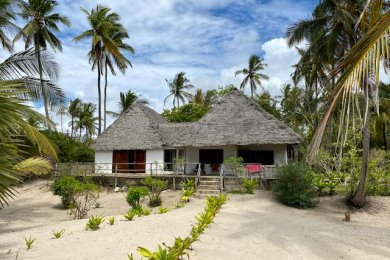 Ushongo Bay – Long term rental opportunity just steps from the beach!